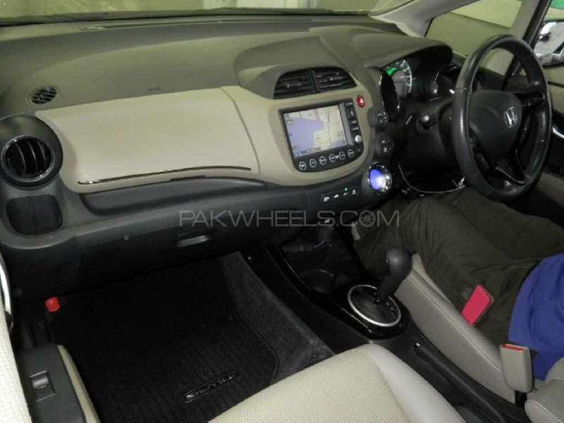 Honda Fit Hybrid 2013 Image-16