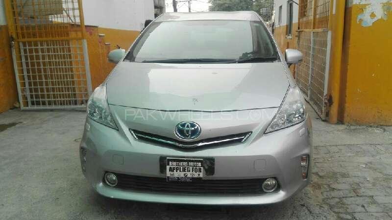Toyota Prius Alpha G Touring 2012 Image-1