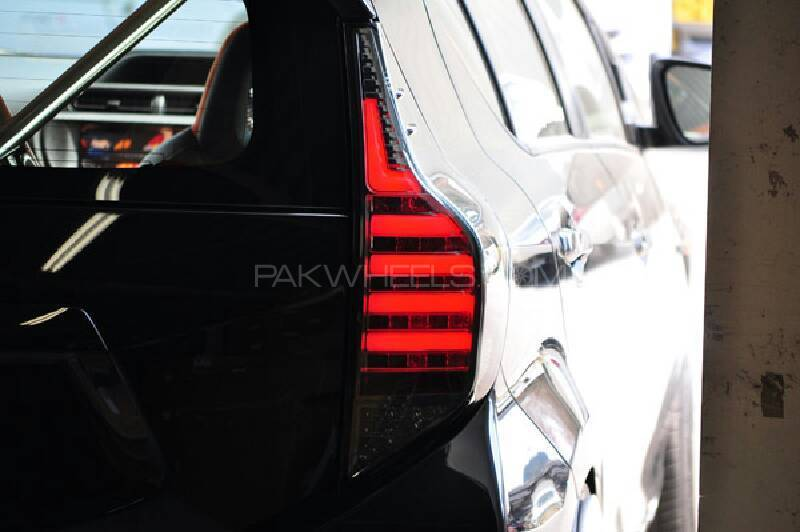 Toyota Aqua sports tail light pair Image-1