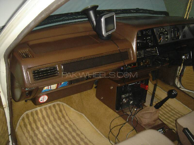 Toyota Corolla 1982 Image-8
