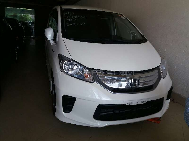 Honda Freed Hybrid 2011 Image-1