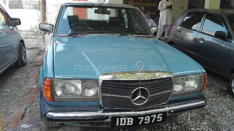 Mercedes Benz 200 T 1983 Image-1