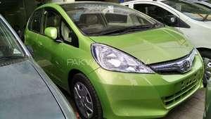 Slide_honda-fit-hybrid-rs-2-2012-13282308