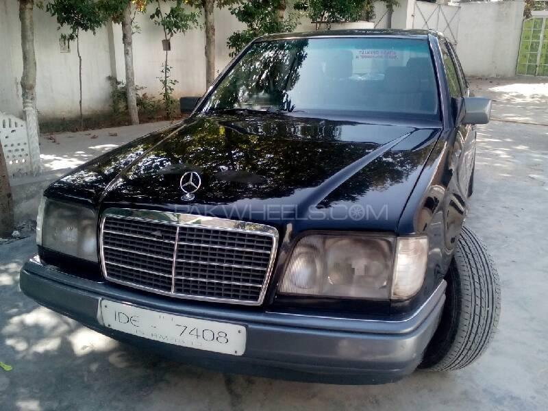 Mercedes Benz E Class E220 1986 Image-1