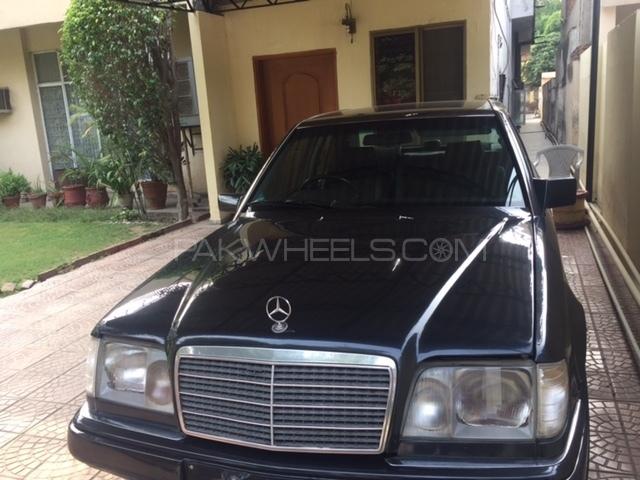 Mercedes Benz E Class E200 1995 Image-1