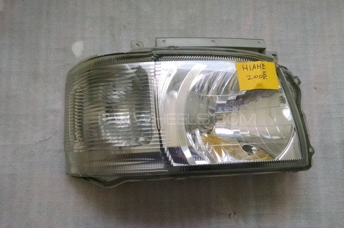 HeadLight - Toyota Hiace 2003 Image-1