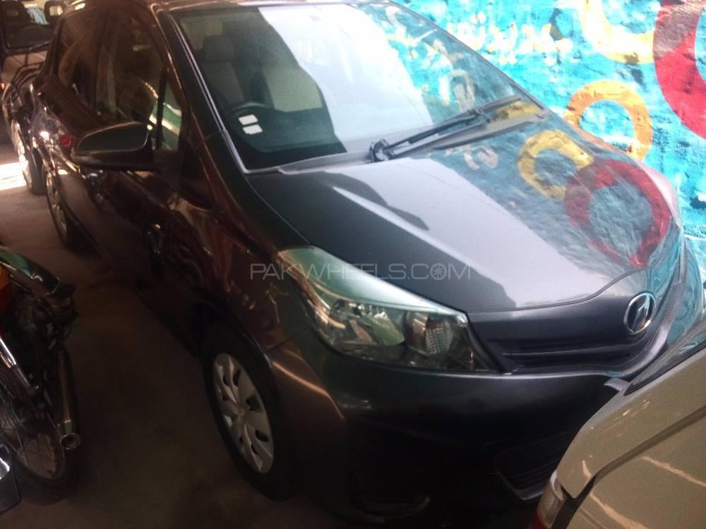Toyota Vitz U 1.0 2012 Image-1