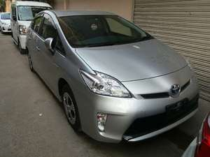 Toyota Prius L 1.8 2013 for Sale in Lahore