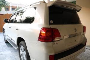 Slide_toyota-land-cruiser-ax-g-selection-2012-13491724