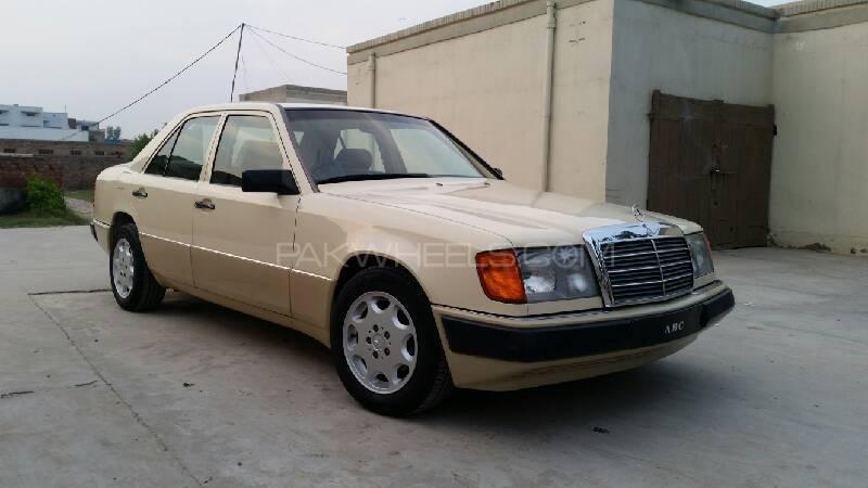 Mercedes Benz E Class E230 1990 Image-1
