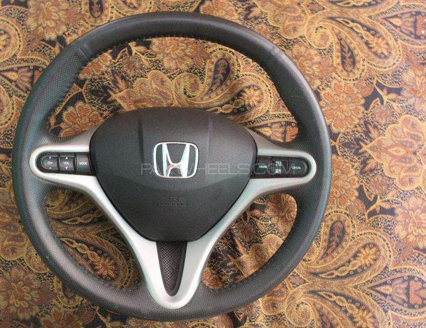 Honda airbag with neat monogram Image-1