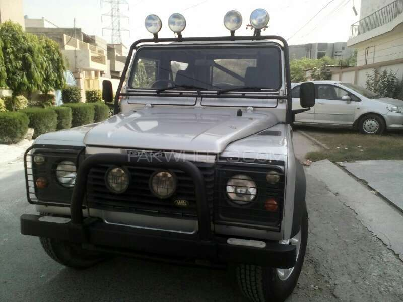 Land Rover Defender 2004 Image-1