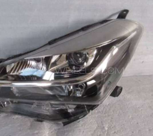 Toyota Vitz Jewella head light 2015 Image-1