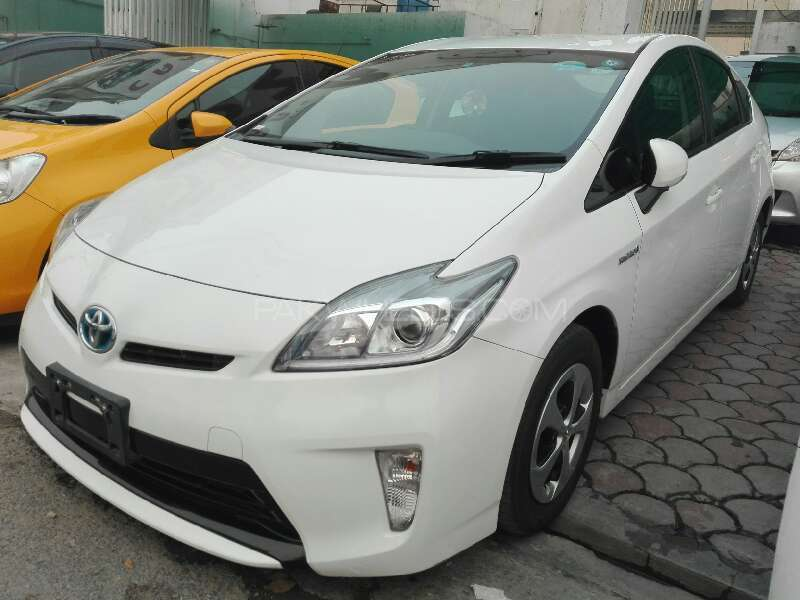 toyota prius 2012 for sale in lahore pakwheels. Black Bedroom Furniture Sets. Home Design Ideas
