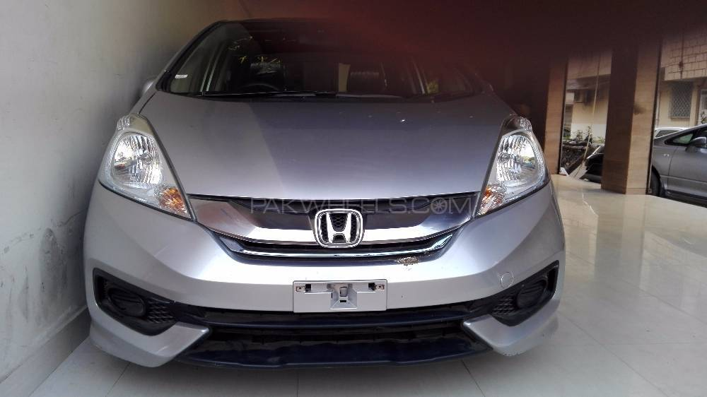 Honda Fit Hybrid F Package 2014 Image-1