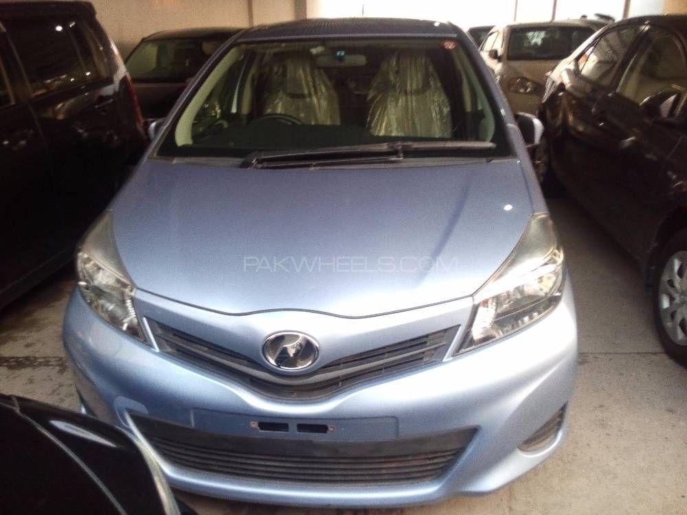 Toyota Vitz U 1.0 2013 Image-1