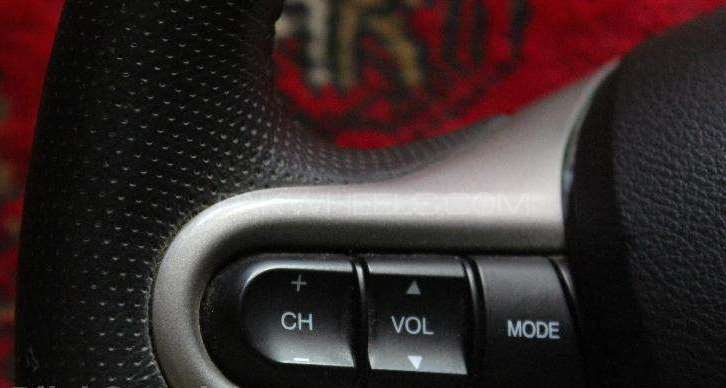 Honda reborn multimedia steering Image-1