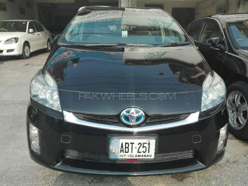 Toyota Prius 2011 Image-1