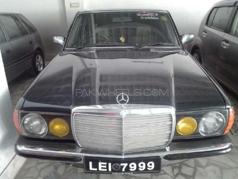 Mercedes Benz D Series 1982 Image-1