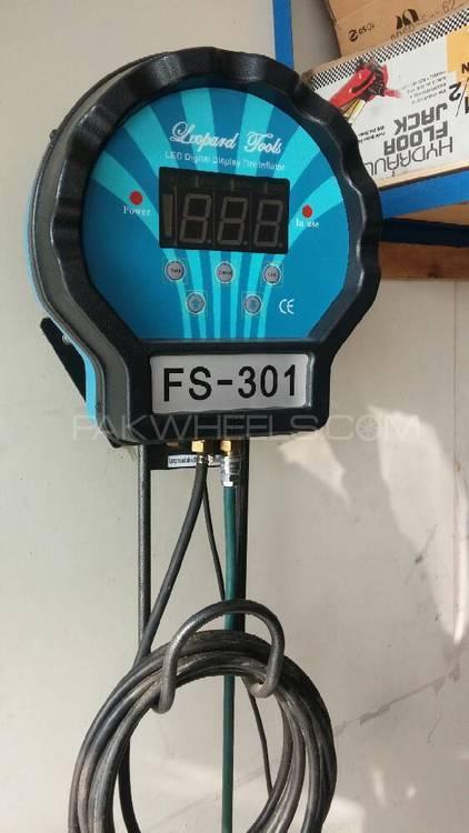 digital air pressure gauge leopard Image-1