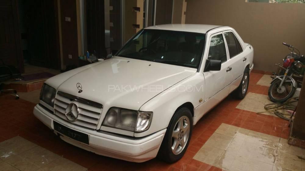 Mercedes Benz 250 D 1986 Image-1