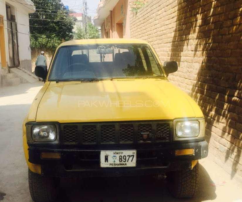 Toyota Hilux 1982 Image-1