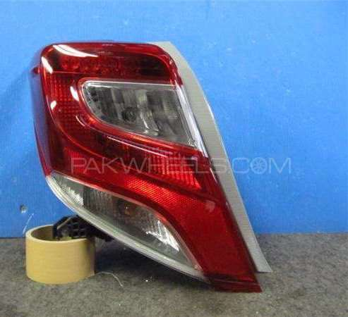 Toyoya vitz 2015 back light tail lights new shape japanes Image-1
