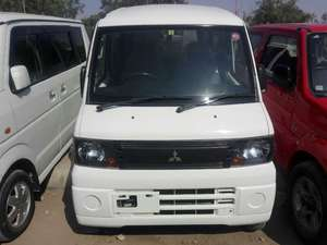 Mitsubishi Minicab Bravo 2011 for Sale in Karachi