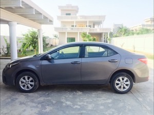 Toyota Corolla GLi Automatic 1.3 VVTi 2015 for Sale in Gujrat