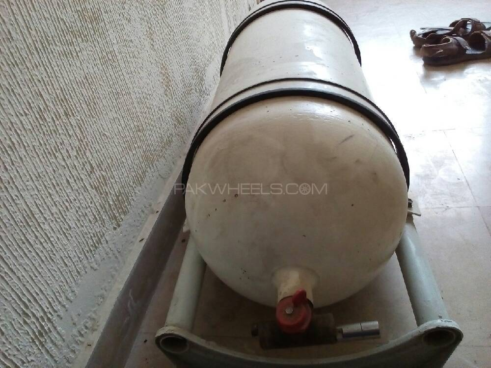 Factory fitted CNG cylinder Image-1