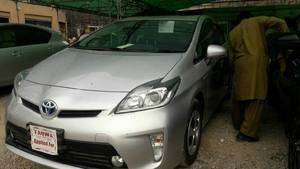 Toyota Prius S LED Edition 1.8 2013 for Sale in Rawalpindi