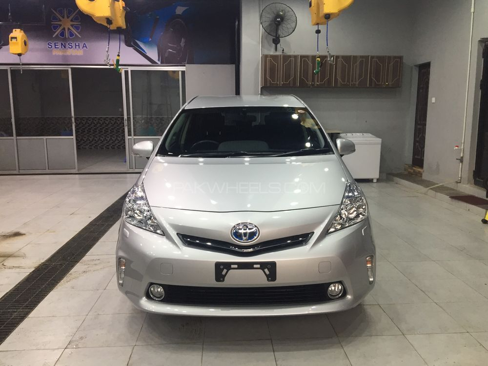 Toyota Prius Alpha G Touring 2013 Image-1