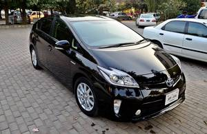 Slide_toyota-prius-1-8s-touring-selection-2013-14137597