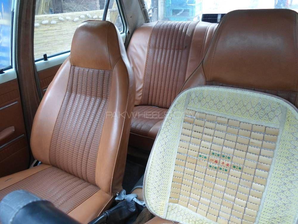 Toyota Corona DX 1975 Image-1