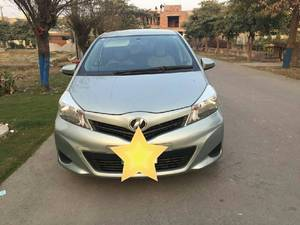 Toyota Vitz F 1.0 2012 for Sale in Lahore