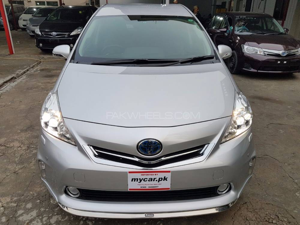 toyota prius alpha g touring 2013 for sale in lahore pakwheels. Black Bedroom Furniture Sets. Home Design Ideas