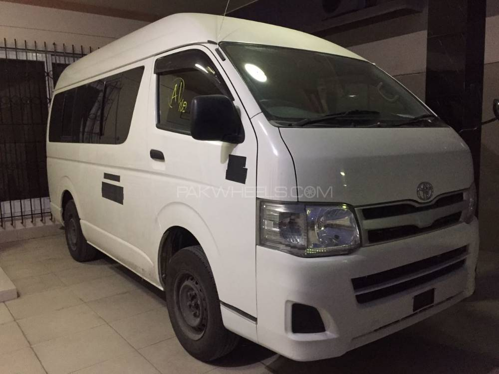Toyota Hiace High-Roof 3.0 2011 Image-1
