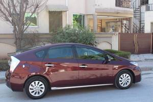 Slide_toyota-prius-g-touring-selection-leather-package-1-8-2014-15147918