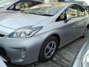 Slide_toyota-prius-s-touring-selection-1-5-2013-15969271