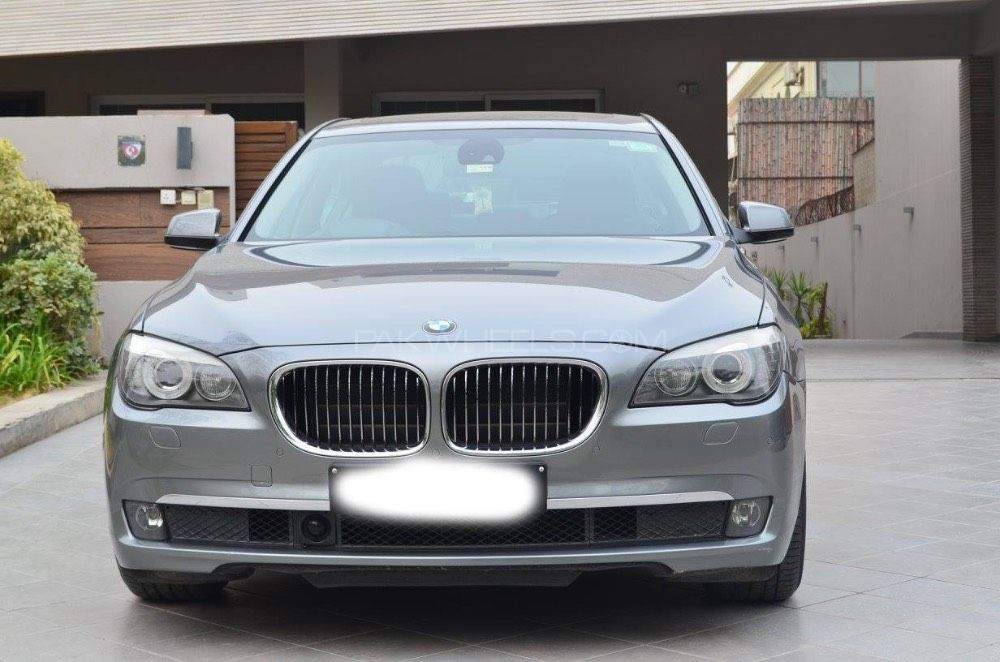 BMW 7 Series 730d 2011 Image-1