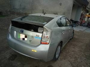 Slide_toyota-prius-s-touring-selection-gs-1-8-2010-16087239