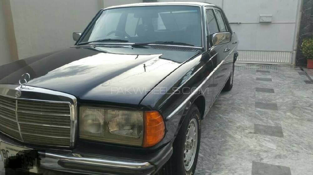 Mercedes Benz 250 D 1984 Image-1