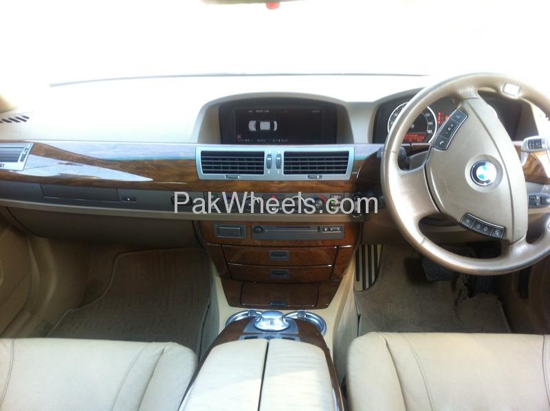 BMW 7 Series 2003 Image-3