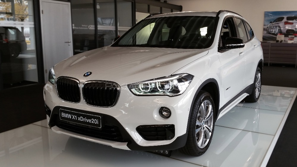 bmw x1 2017 for sale in lahore pakwheels. Black Bedroom Furniture Sets. Home Design Ideas