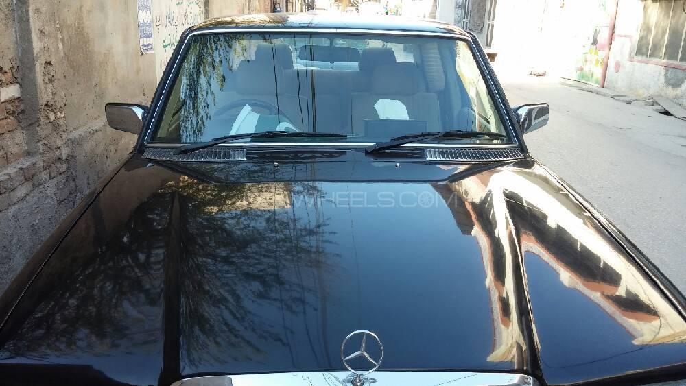 Mercedes Benz 200 D 1991 Image-1