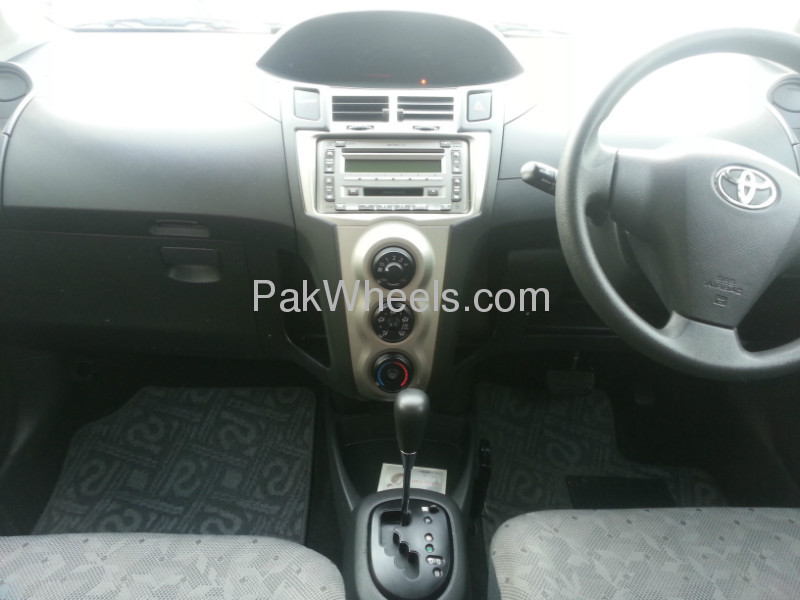 Toyota Vitz 2009 Image-2