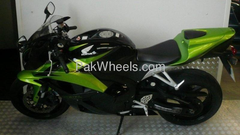 Honda CBR 600RR 2009 Image-1