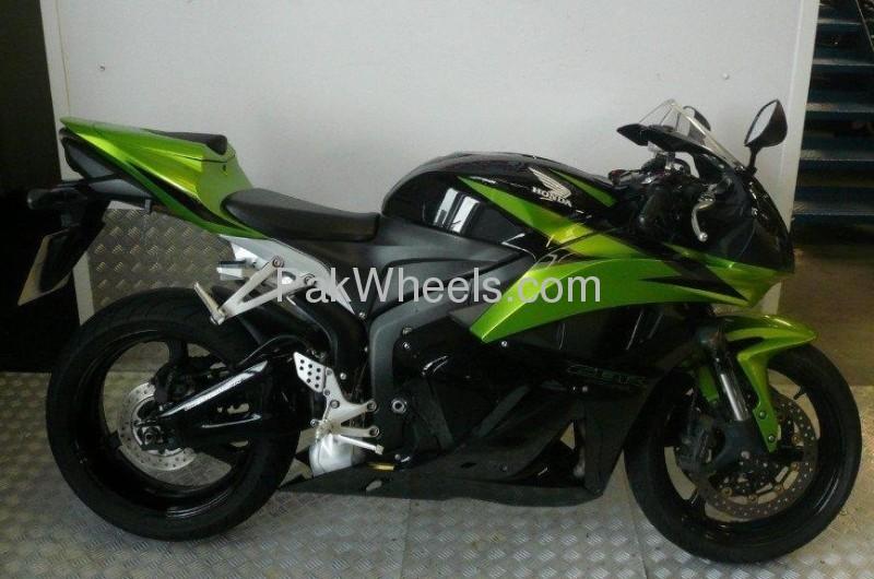 Honda CBR 600RR 2009 Image-2