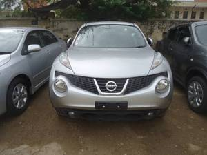Slide_nissan-juke-16gt-four-premium-white-package-2011-17500901