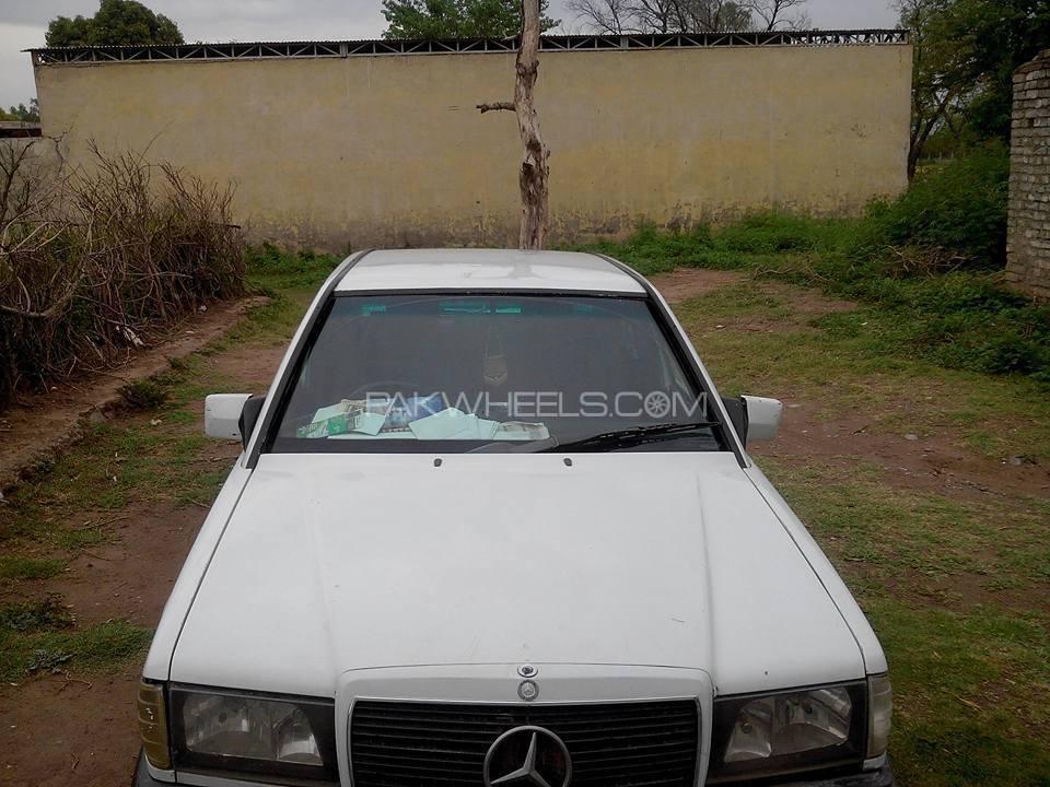 Mercedes Benz 200 D 1985 Image-1